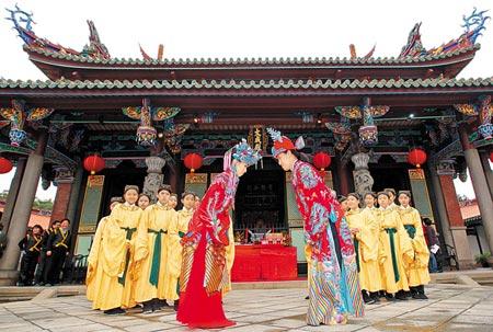 Taiwan, in 70 sposano i lombrichi per salvare l'isola